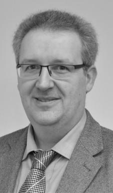 Univ.-Prof. Dr. rer. nat. OliverWeichold